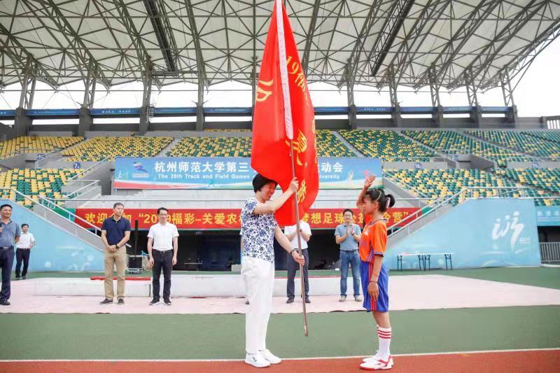"""""""2019福彩——关爱农村留守儿童足球公益夏令营""""在杭开营"""